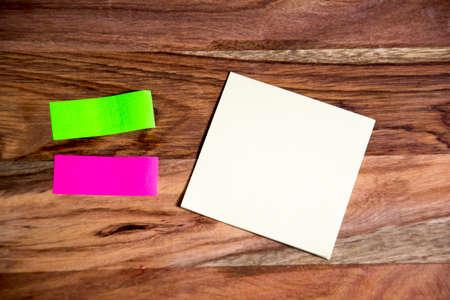 paper note: alguna nota de papel
