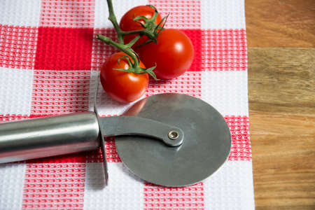 cutter: pizza cutter