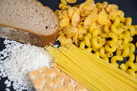 La nourriture avec des glucides Banque d'images - 66783210