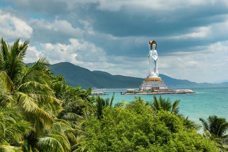 南山、海南、中国の白い観音像