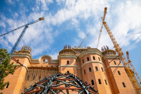 Building a new Roman Orthodox cathedral in Bucharest