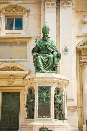Statue of Pope Sixtus V., Basilica della Casa Santa, Loreto pilgrimage site, province of Ancona, Marche, Italy 写真素材