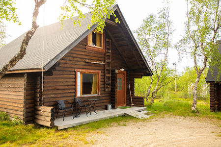 Palojarvi, Finland - 19.06.2018: Finnish Wild hut in national park is place for travelers in camping site, Finland Stockfoto - 111472058