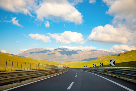 Landscape view from the highway towards Plermo on mountain in Sicily island in Italy Foto de archivo - 119249789