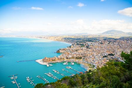 Aerial panoramic view of Castellammare del Golfo town in Trapani, Sicily, Italy Foto de archivo - 119250022