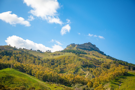 Beautiful landscape next to Enna in Sicily island in Italy Foto de archivo - 119250170
