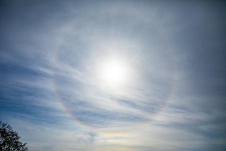 Natural phenomenon Sun halo, view from Etna volcano in Sicily, Italy Foto de archivo - 119250258