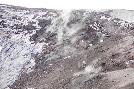 Smoke in Escriva crater on volcano Etna in snow in winter in Sicily, Italy Foto de archivo - 119250260