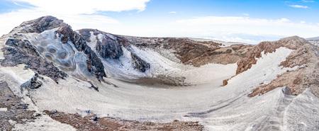 Escriva crater on volcano Etna in snow in winter in Sicily, Italy Foto de archivo - 119250306