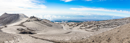 Panoramic view over the clouds from Etna to Catania in Sicily, Italy Foto de archivo - 119250308