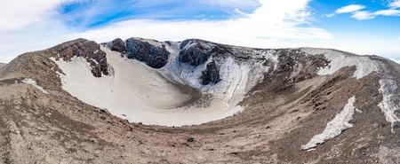 Escriva crater on volcano Etna in snow in winter in Sicily, Italy Foto de archivo - 121409014