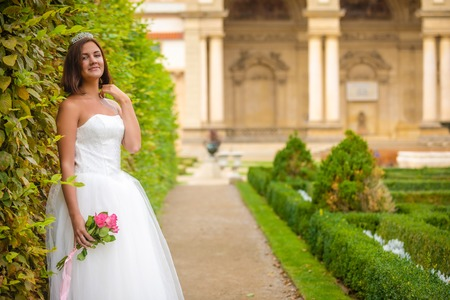 Charming bride in Wallenstein garden in Prague in Czech Republic Foto de archivo - 121436074