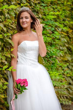 Charming bride in Wallenstein garden in Prague in Czech Republic Foto de archivo - 121436076