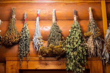 Dried herbs and branches on wooden background of ancient russian bathhouse 版權商用圖片 - 137602969
