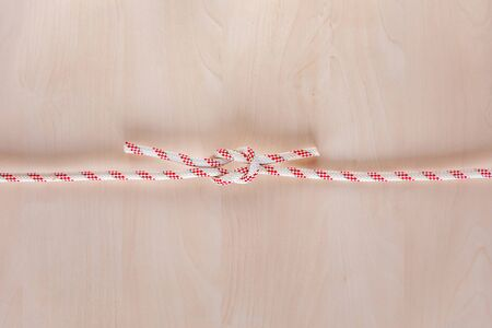 Square or reef ship knot on wooden background, boating knot 版權商用圖片