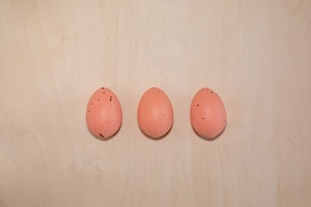 Pink easter eggs on wooden background with text copy space 版權商用圖片