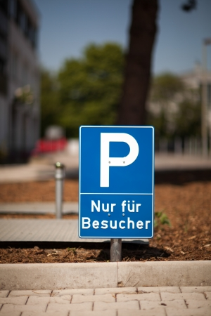 symbolization: Parking sign for visitor parking indicating that this zone is reserved only for the use of visitors to the premises Stock Photo