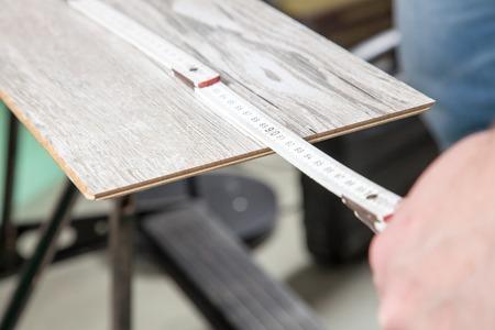 build buzz: A Carpenter is measuring the laminate  Stock Photo