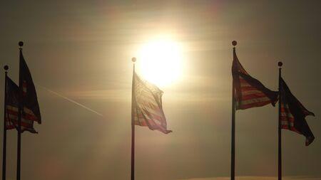황혼에 미국 국기 스톡 콘텐츠