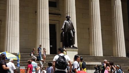 george washington statue: Tourists And Statue Of George Washington Editorial