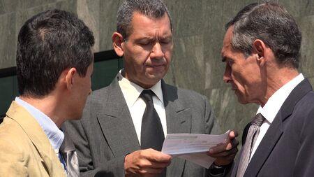 revisando documentos: Business Man Reviewing Documents