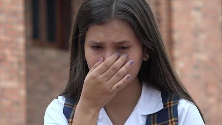 悲しい落ち込んでいる女性