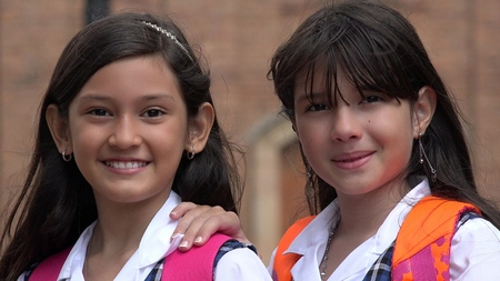 Hispanic Girl Students Banque d'images