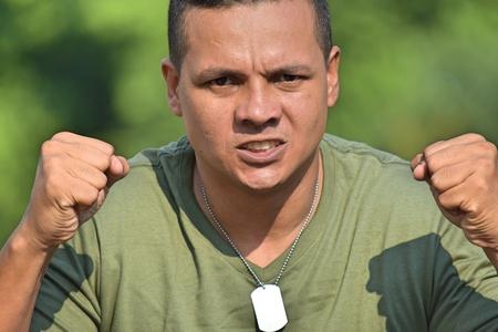 Soldado Masculino Y La Ira