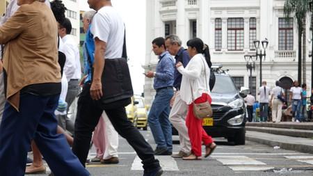 People Walking On Crosswalk Stockfoto