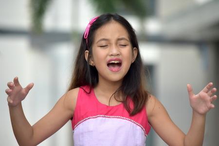 petite asiatique fille et colère