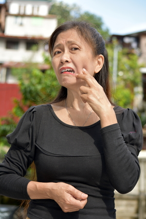 Old Filipina Female Senior With Toothache Banco de Imagens