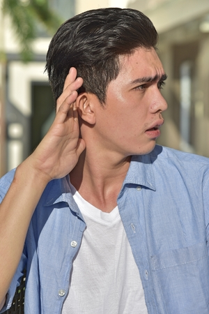 A Diverse Person Hearing Imagens