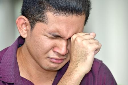 Persona de minoría joven llorando Foto de archivo