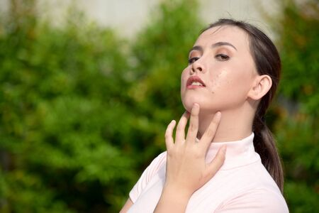 A Female With Sore Throat Banco de Imagens
