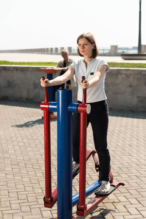 Woman training on outside sport ground in the morning. Stockfoto