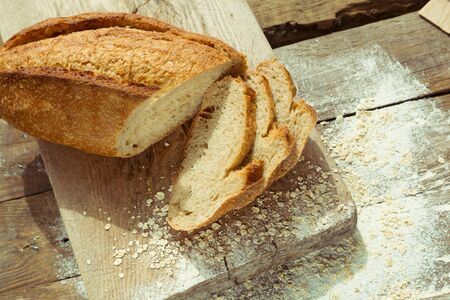 Sliced gluten free bread on wooden table. Healthy lifestyle with homemade organic bread. Foto de archivo - 137893723