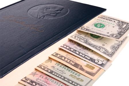 tomo: Dollari come segnalibro nel tomo di Vladimir Lenin