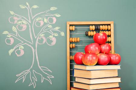 manzana: �rbol de la educaci�n concepto conocimiento Foto de archivo