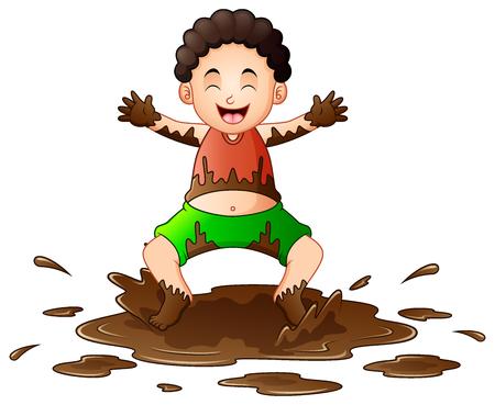 Weinig jongen die in de modder speelt Stockfoto