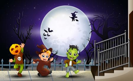 Niños felices halloween en el fondo de luna llena