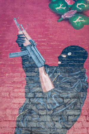 UVF Gunman From East Mural. Éditoriale