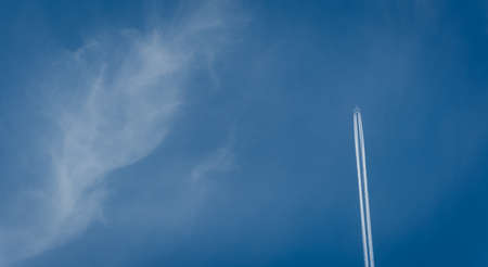 airborne vehicle: Plane Vapour Trail