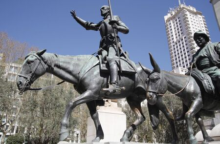 don quijote: la estatua de don Quijote en madrid, España