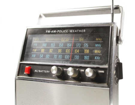 transistor: un fant�stico buscando transistor de radio retro