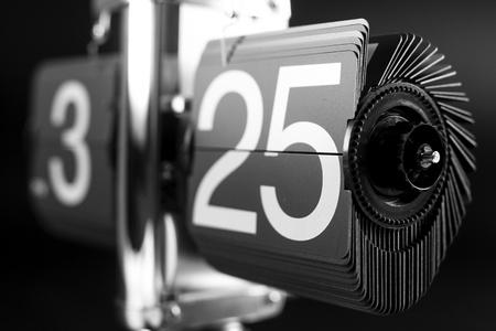 analog clock: a retro style flip clock