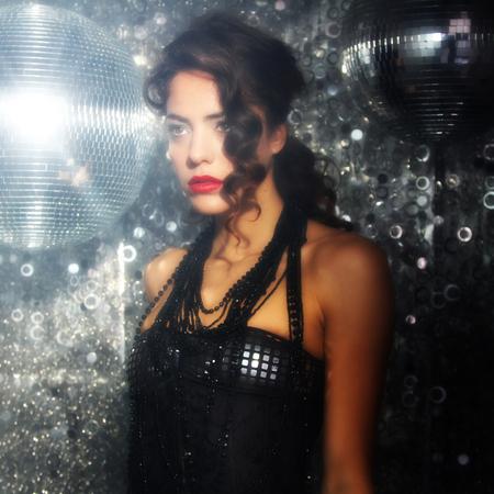 gogo girl: schönen tanzenden Frau in der Disco Nachtclub-Einstellung Lizenzfreie Bilder