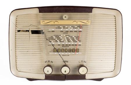 transitor: una radio a transistores vendimia contra blanco