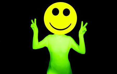 acido: acid house atractiva bailarina smiley delirio Foto de archivo