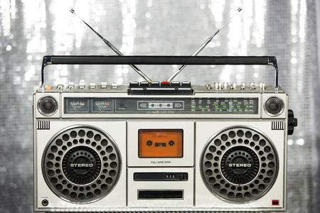 equipo de sonido: ghettoblaster estéreo de la vendimia retro fresco