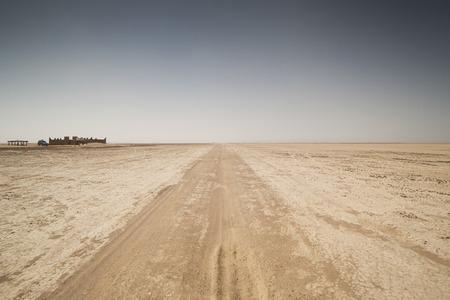 desierto: increíble sahara lagos secos del desierto marruecos